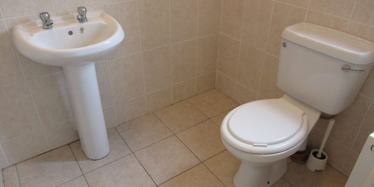 2 canal drive fully tiled en suite